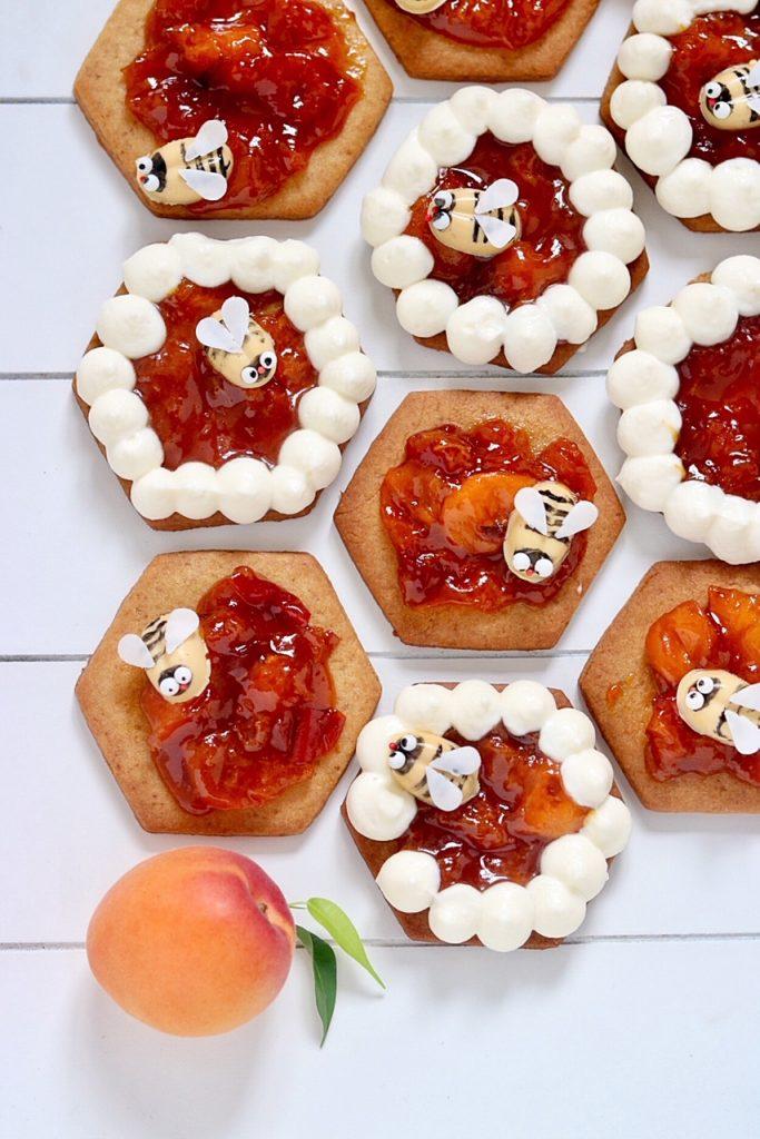 Honigkekse mit Aprikosenmarmelade