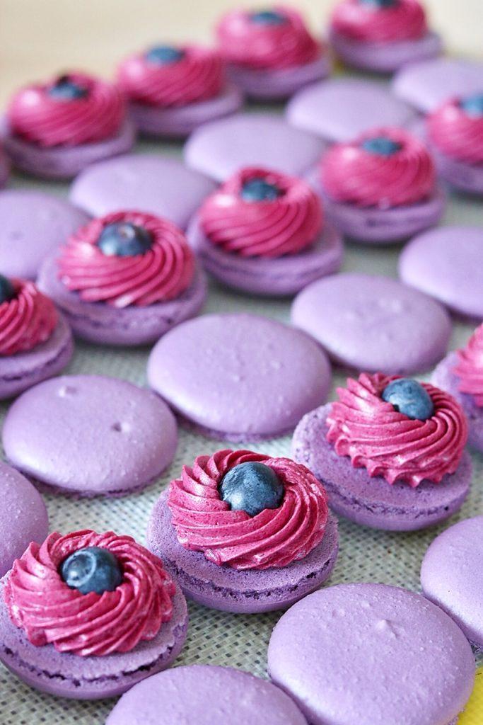 Macarons mit Johannisbeeren